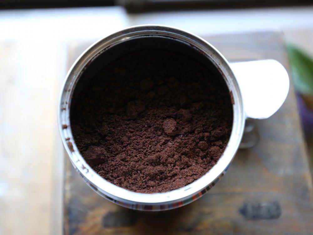 illyのパウダーコーヒー缶を開けた所
