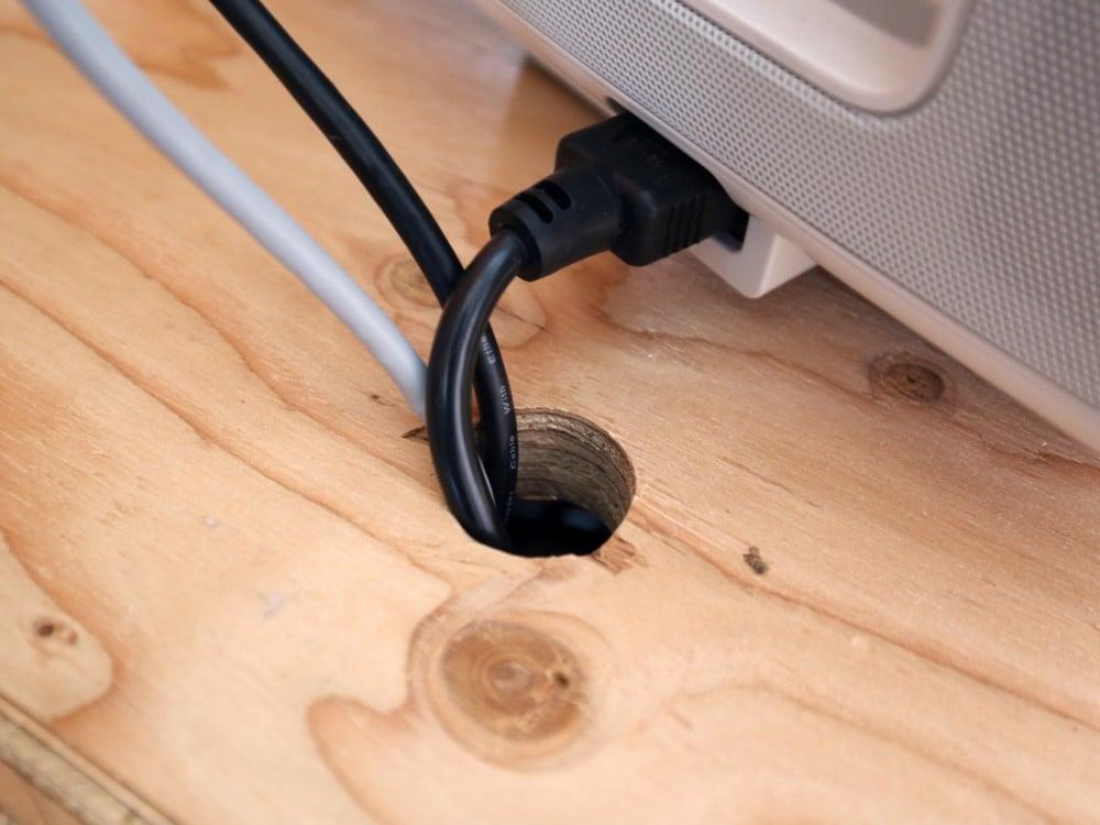 配線用の穴