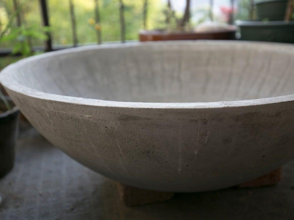 モルタルの鉢の側面