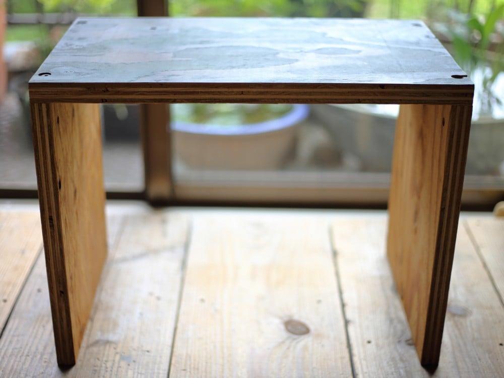 構造用合板で作ったコの字の家具