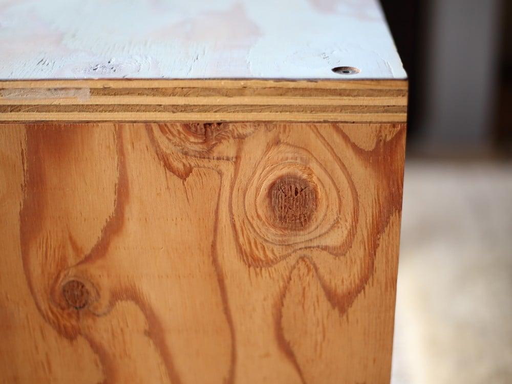 コの字の家具の側面