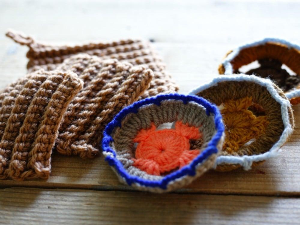 アクリルの毛糸で編んだタワシ