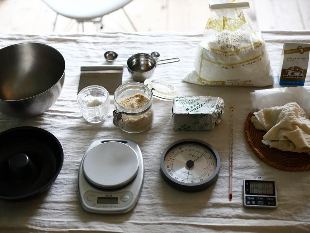 パン作りに必要な材料と道具