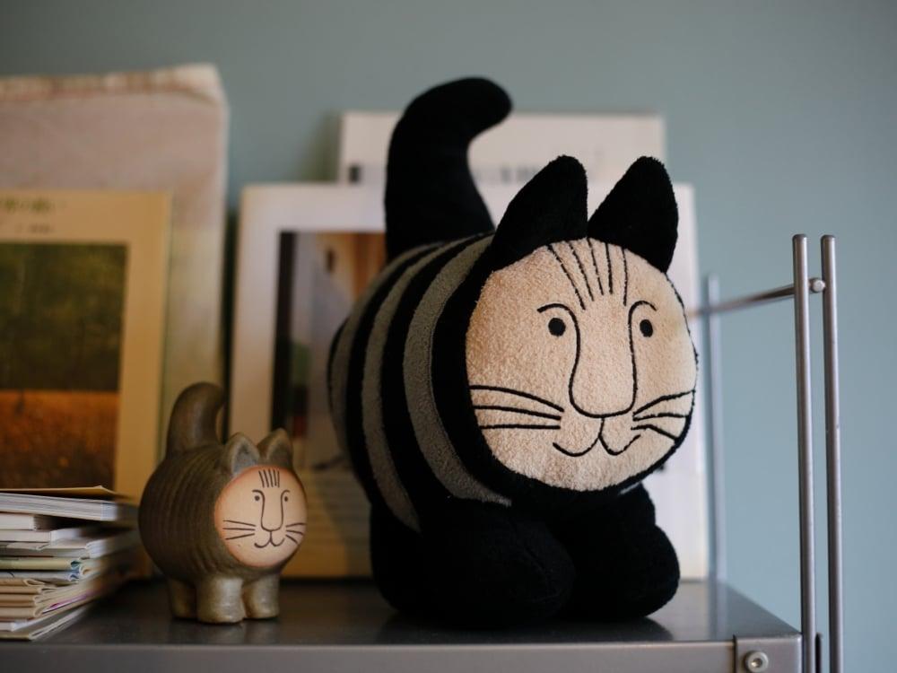 リサ・ラーソンのぬいぐるみのミッセとdeici cat