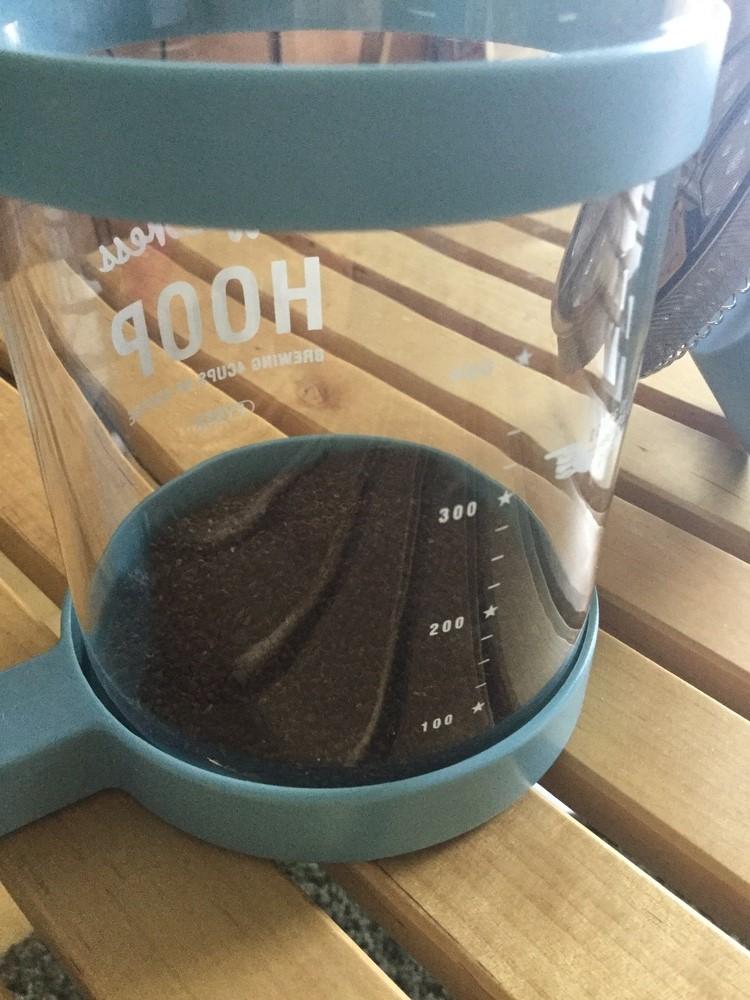 コーヒーの粉を人数分入れる。