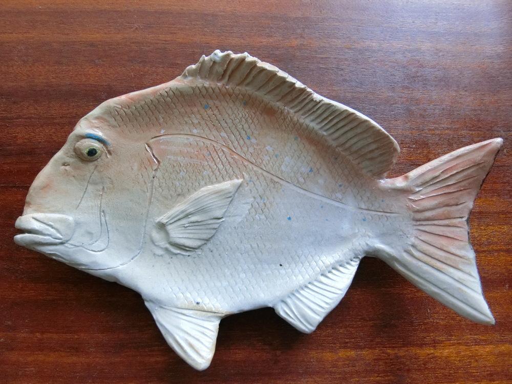 出会いはこの鯛の形をしたお皿。