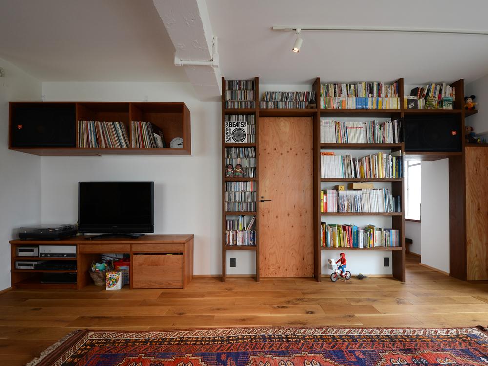左下のTVボードはオーダー家具