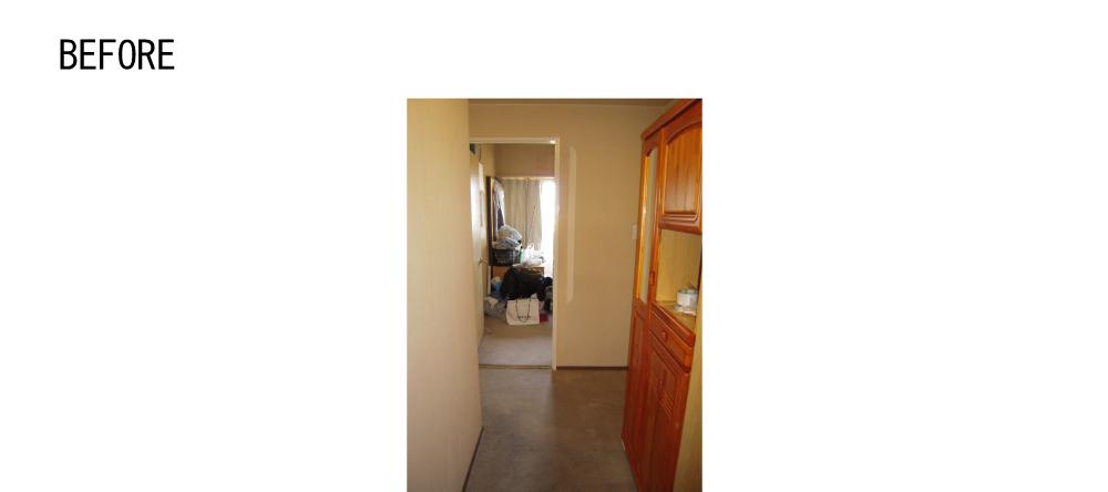 BEFOREの玄関から室内を見る。ホールと洋室でした。