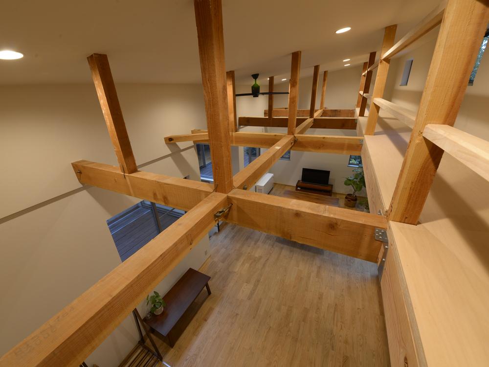 元の天井を外してプラス約1.3m、天井を高くしました。