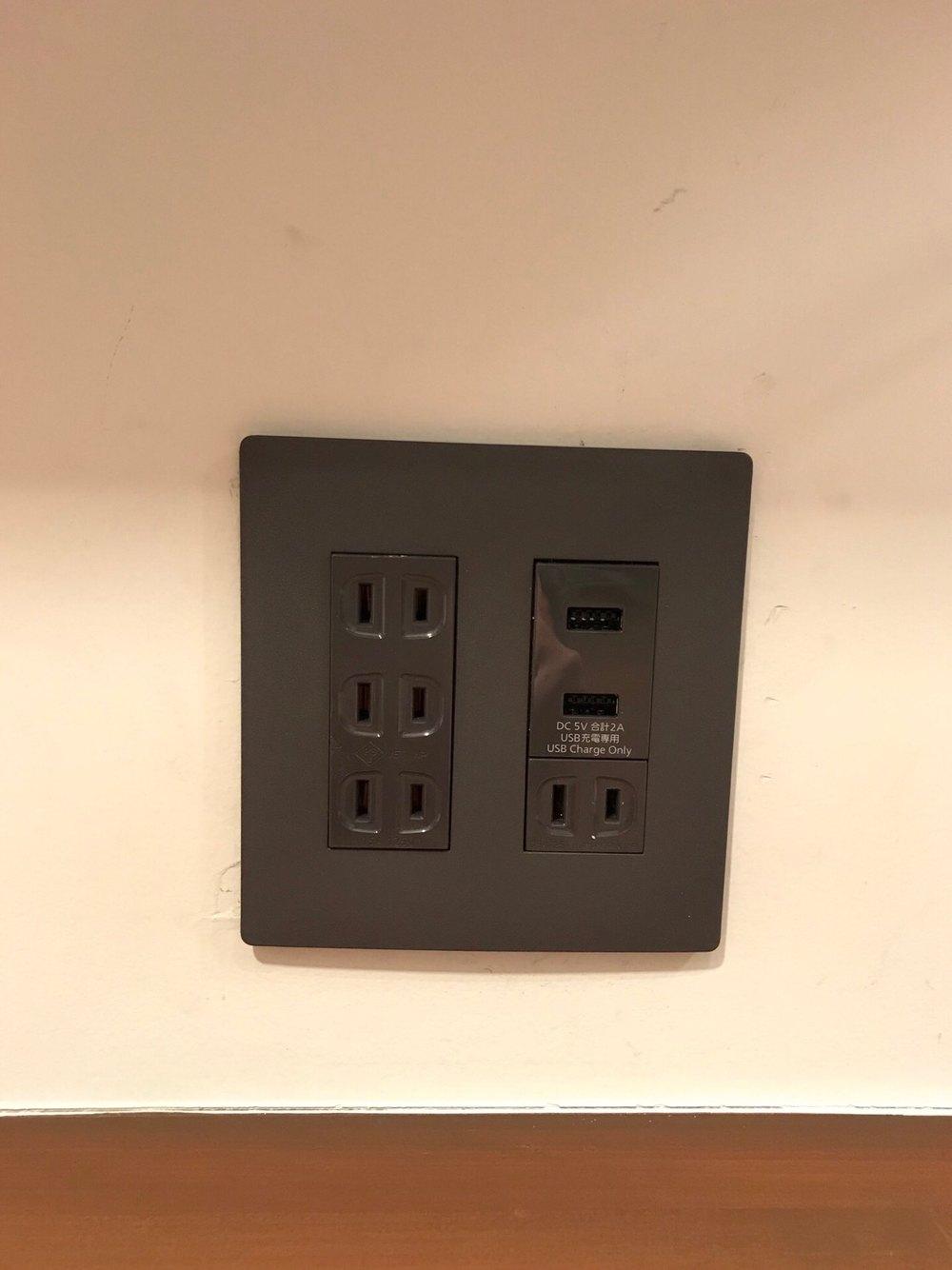 USBコンセントに交換!パネルも規格が違う為交換です。
