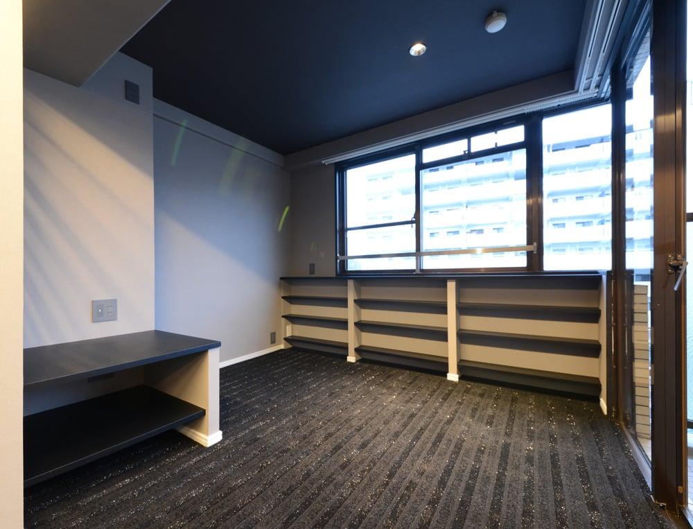 TV台と固定棚を造作。