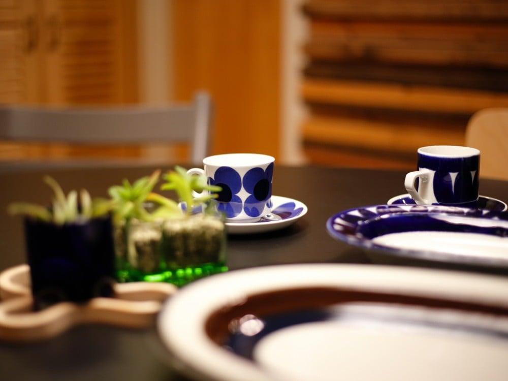 アラビアのアウリンコ コーヒーカップ&ソーサー(写真中央奥)