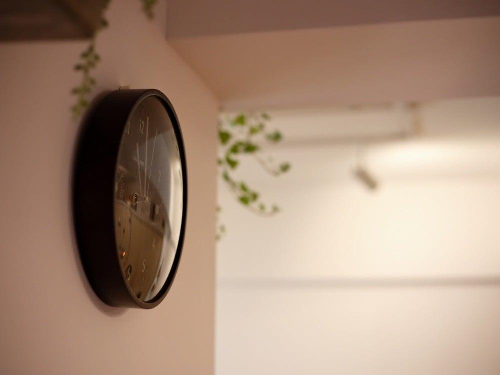 温湿度計付のイデア・レーベルの掛け時計