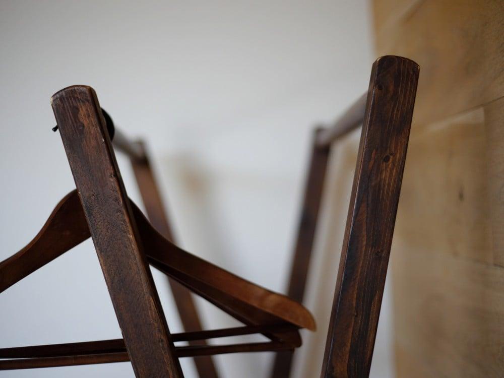 アメリカ製の木製ハンガーラック