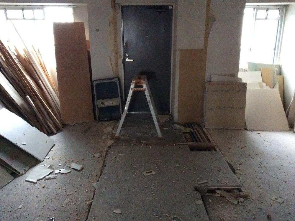 玄関扉に向かって左側が土間スペース。