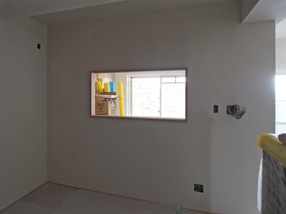 こちらは洋室との間の窓。