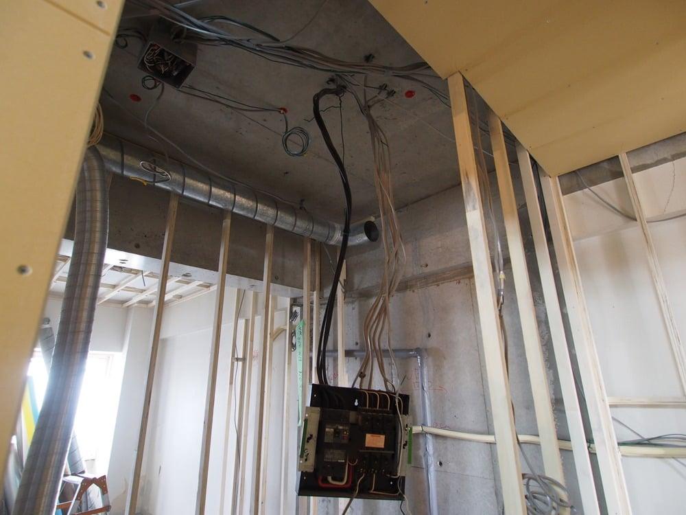 電気配線、換気用ダクト、排水管、給水管など…