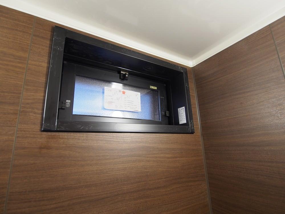浴室側にはLIXILの窓額縁R-1010P-16/K