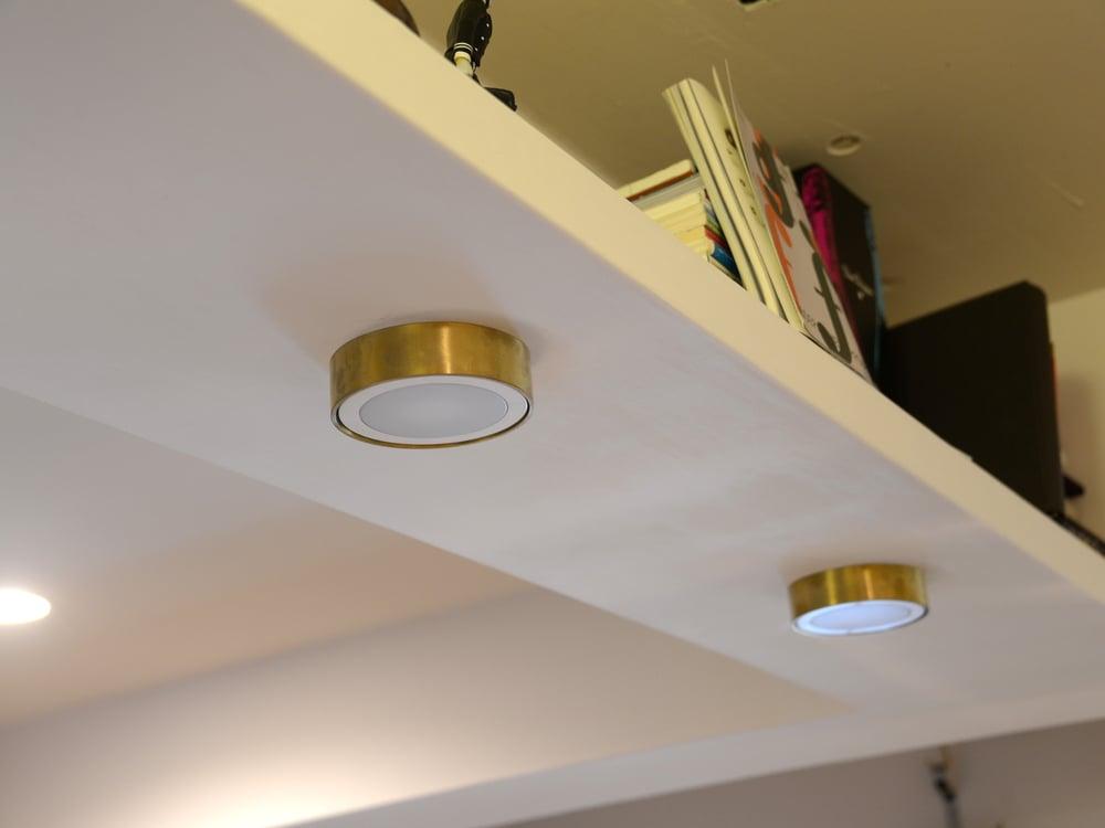 京都の金物屋さんでオーダーした真鍮の照明カバー
