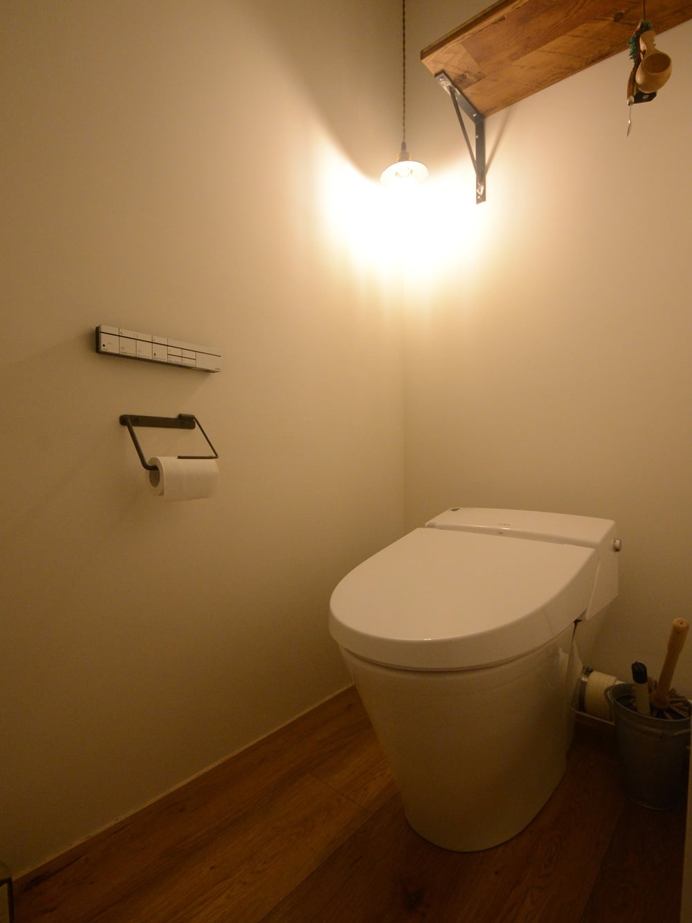 トイレはタンクレス。