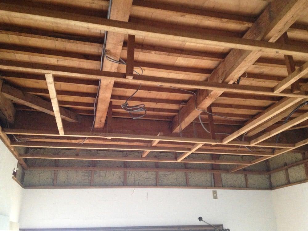 解体中の折り上げ天井