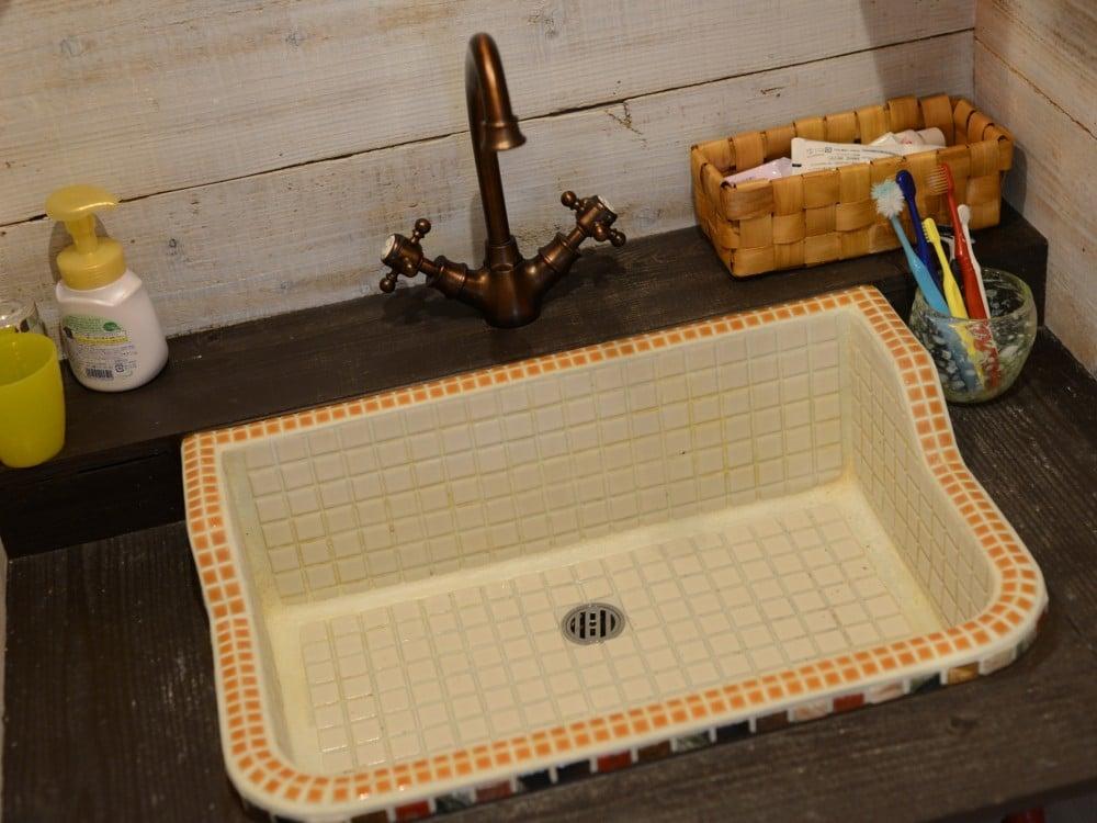 屋外用ガーデンシンクを洗面台に転用