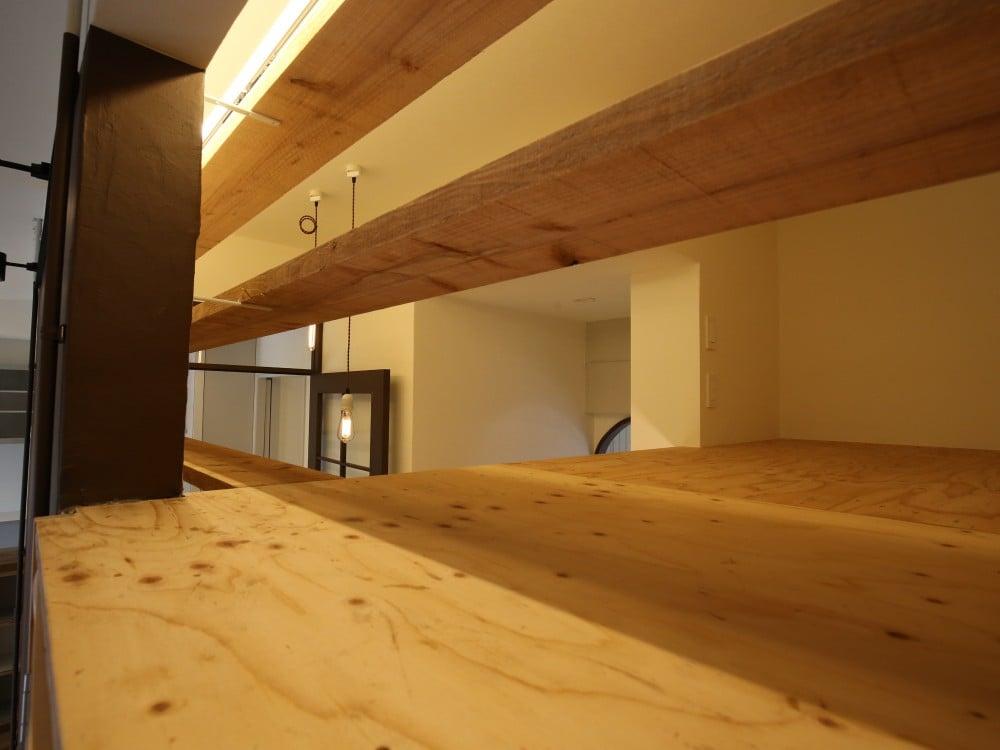 天井裏を利用したロフトの床