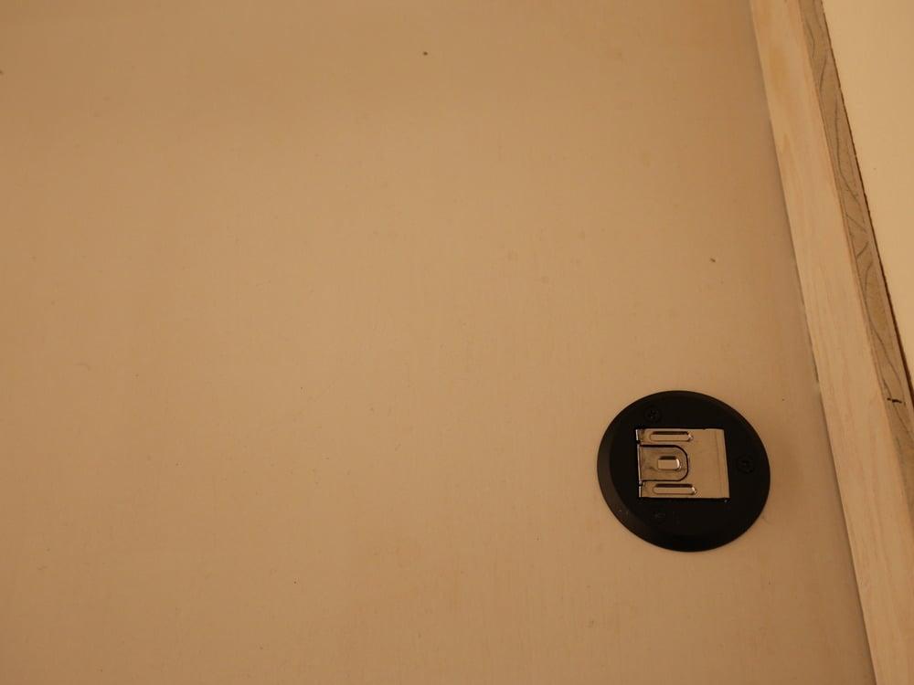 ドアストッパーはロックタイプ(26D)