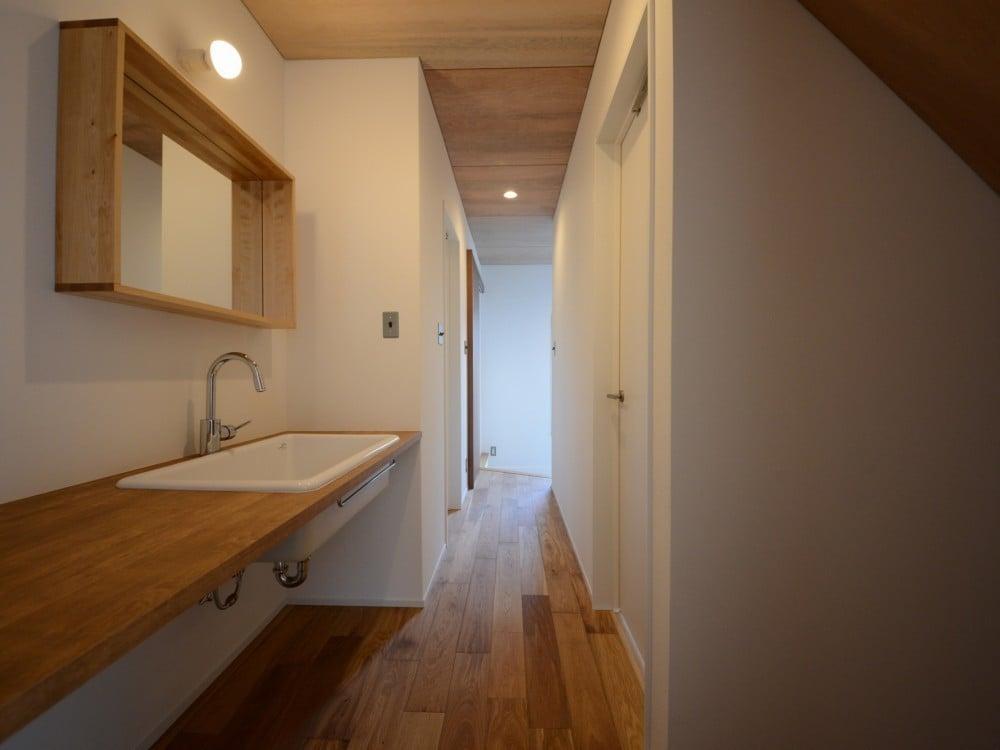 廊下に設置した洗面台