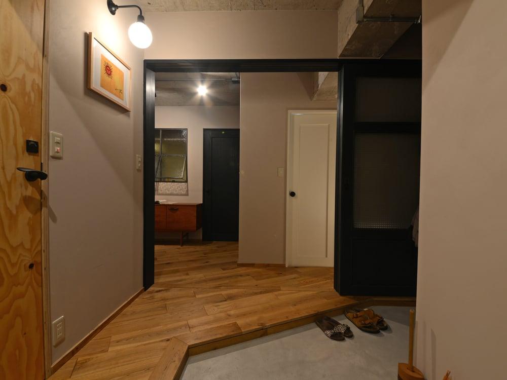 ここまで開放できる扉は家具搬入時に便利だったそう。