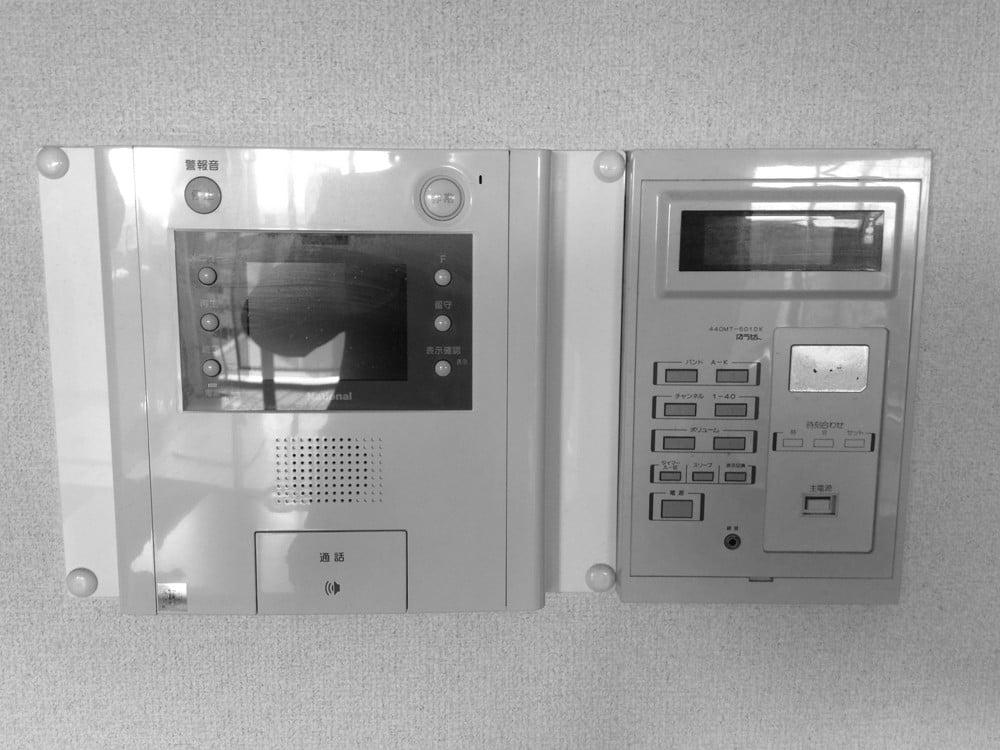 インターホンや有線・給湯器のリモコンはマンションの共用部分