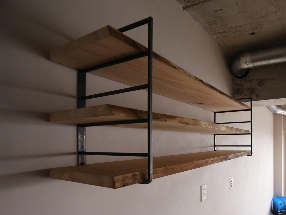 はしごが2つ組み合わさったようなシェルフ