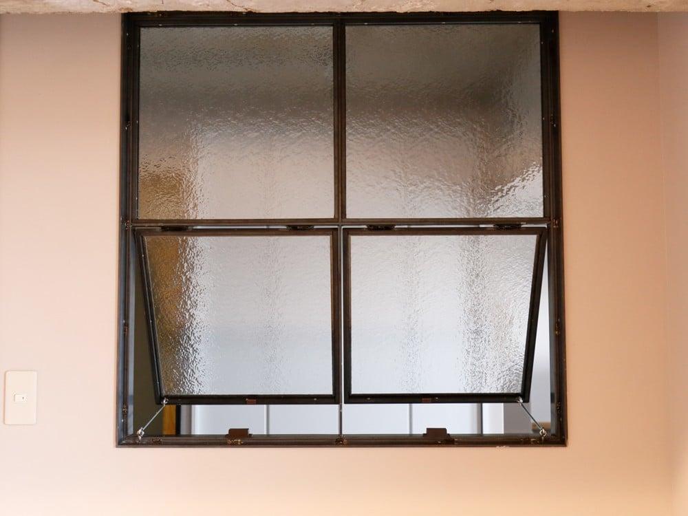 開けておける突き出し窓