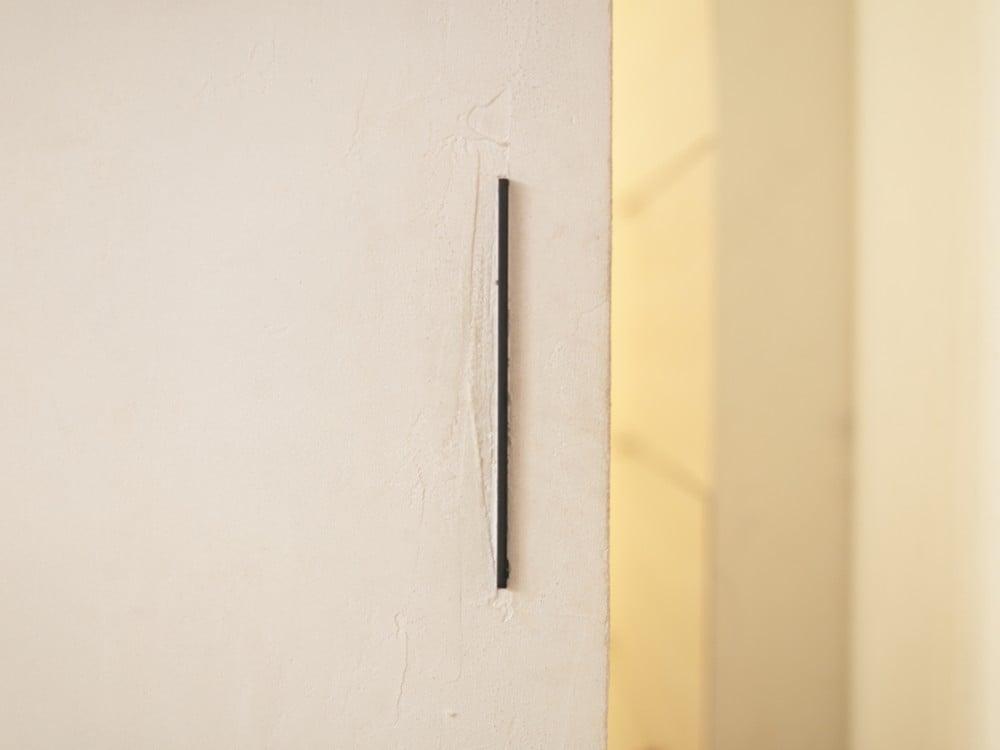 暖かみのある漆喰塗りの扉