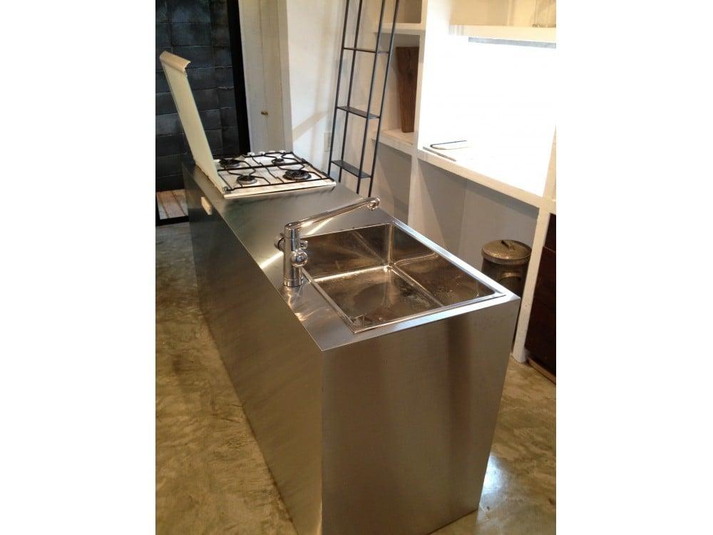 キッチンを斜め45度から