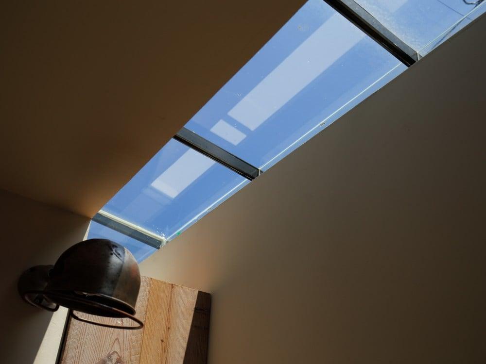 ライン状に天窓があります。