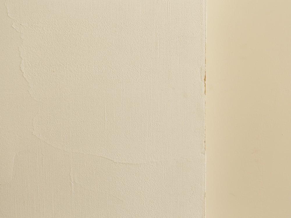 扉にも漆喰を塗装
