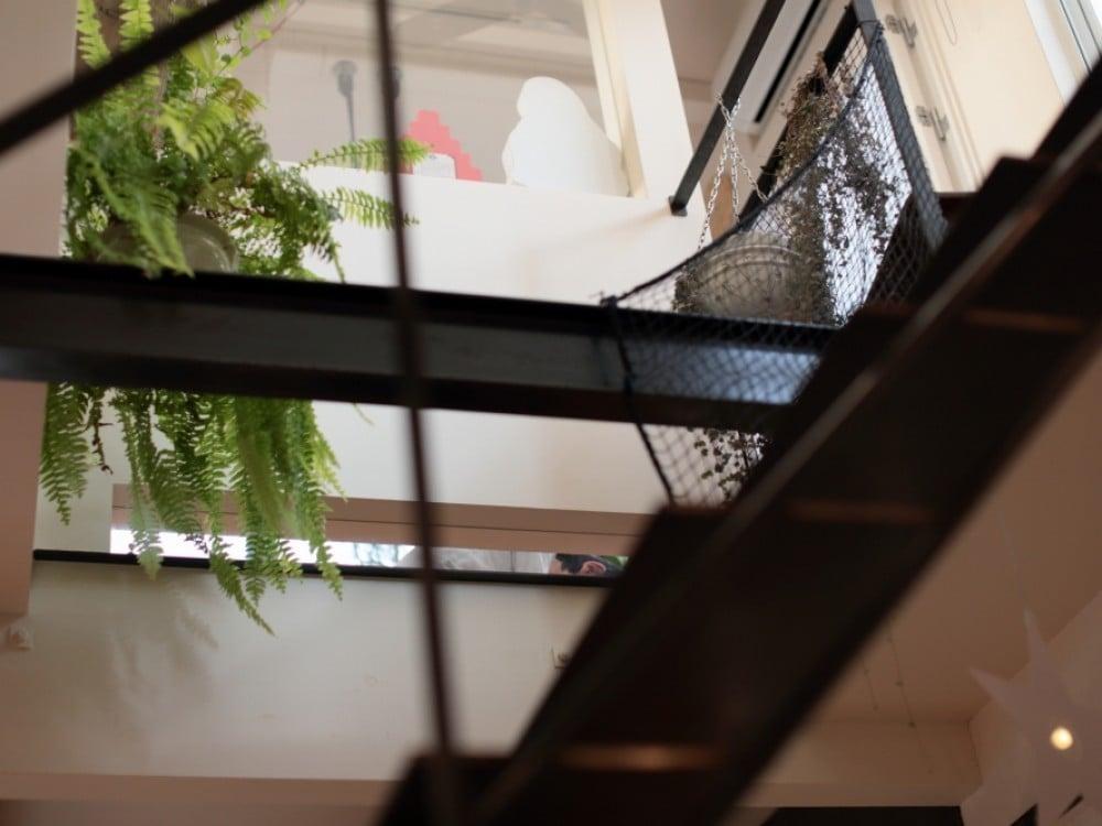 1階からも、この窓を通じてちらりと様子が伺えます。