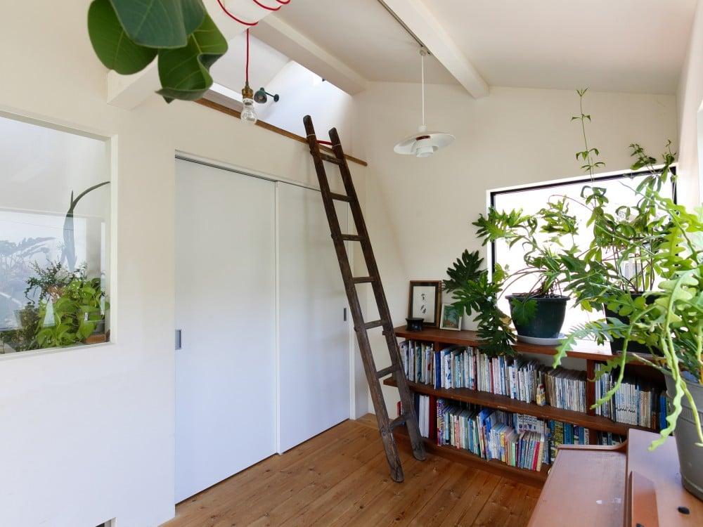 ロフトにははしごを使って上る
