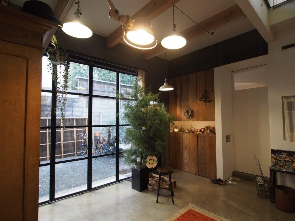 クリスマスツリーで玄関とリビングを分ける