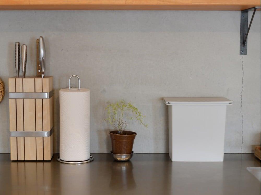 綺麗な状態で使い続けられているキッチン壁面(モルタル)