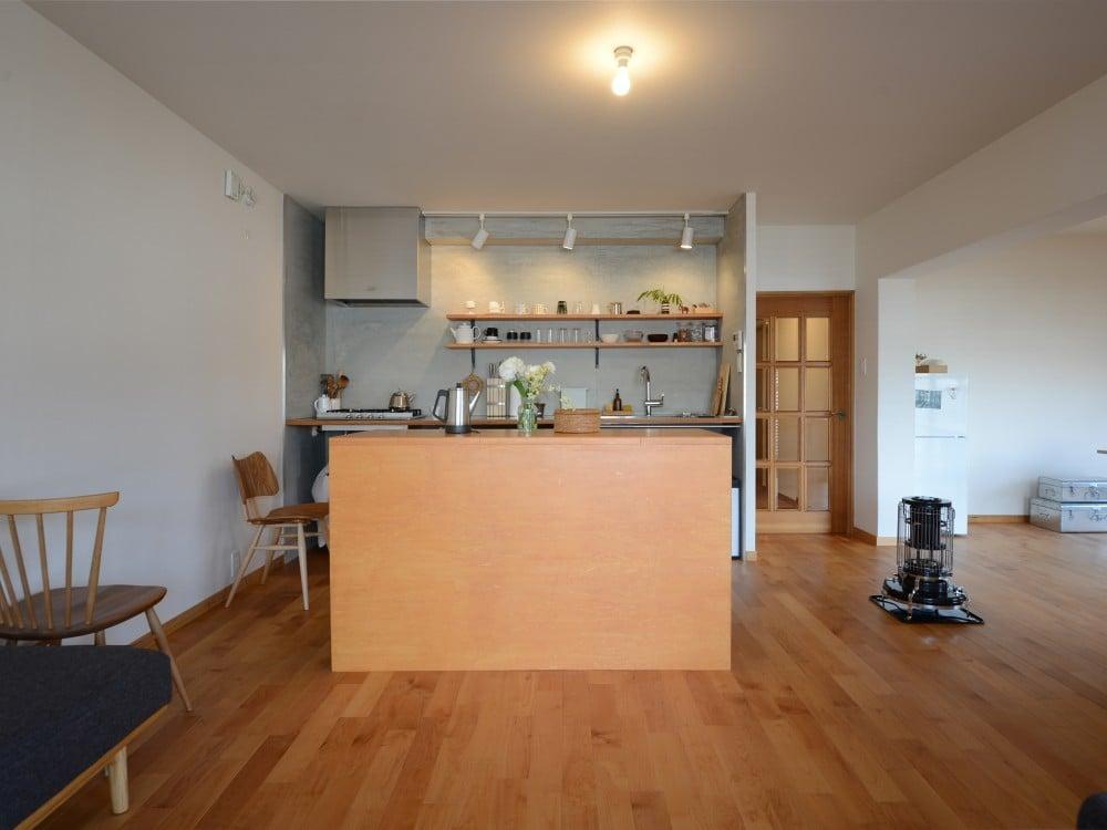 すっきりとしたオープンキッチン