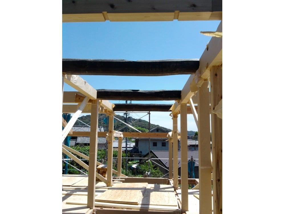 2階には3本の古材の梁を使用