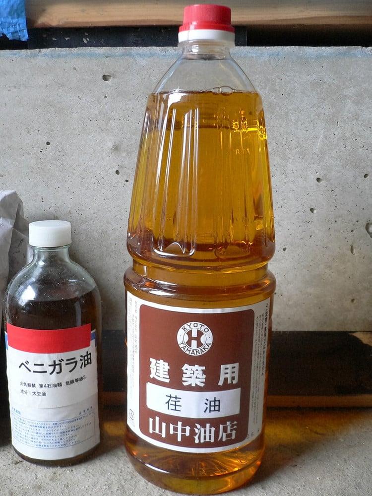 塗装の仕上げに使う建築用の油『荏油』」 - レイコさんの山中油店の壁 ...