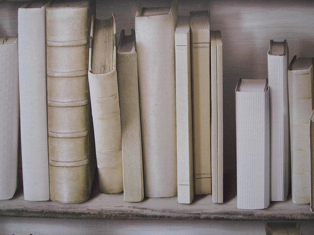 本棚柄の壁紙。