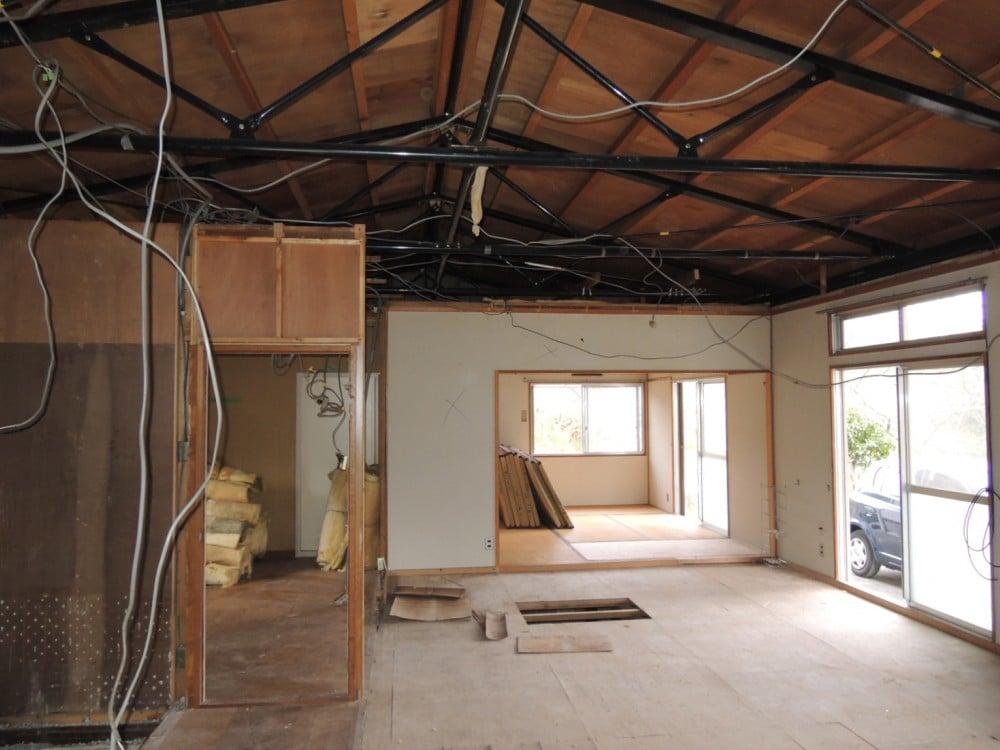 天井板を撤去すると開放的な空間