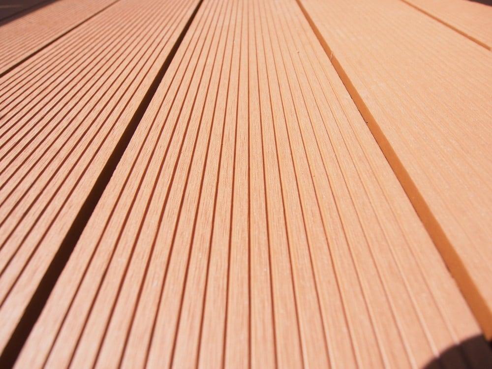 ウッドデッキの床材のアップ