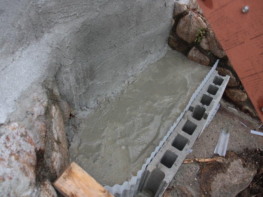 3.コンクリートを流し込んで、乾燥するのを待ちます。