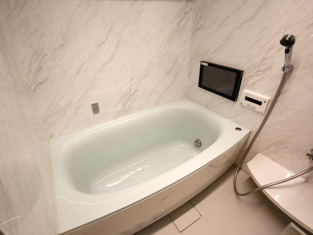 浴槽は水垢や皮脂がつきにくいすごピカ浴槽(色はグリーン)