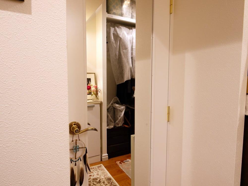 扉と一体となった鏡